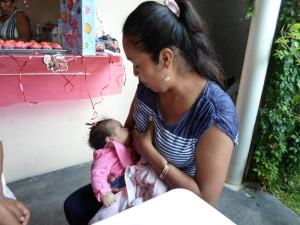130. Raíces del Sur. Leche materna_Foto01