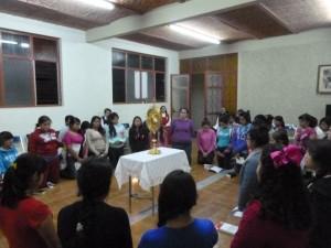 Hora santa, durante la Jornada de pre-vida religiosa (Foto Carmen Adriana del Sagrado Corazón)