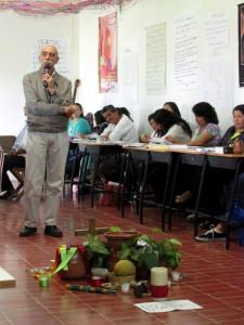 El P. Ángel Sánchez de Cuernavaca en el Diplomado para animadores de CEB. Foto. Luis Antonio Villalvazo